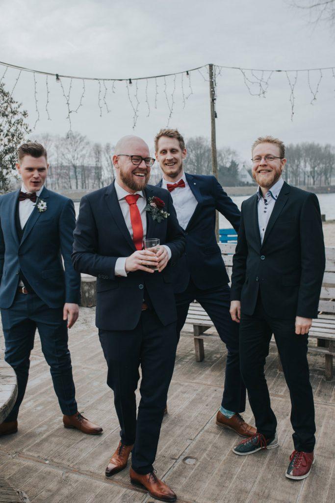 Groepsfoto bruidegom met vrienden