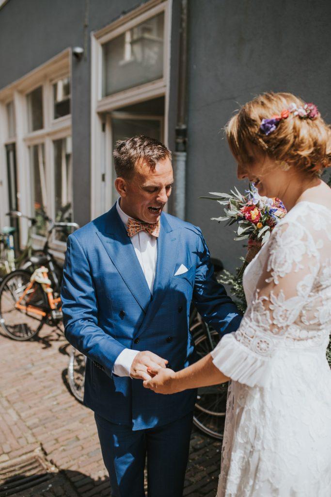 Bruid en bruidegom ontmoeten elkaar