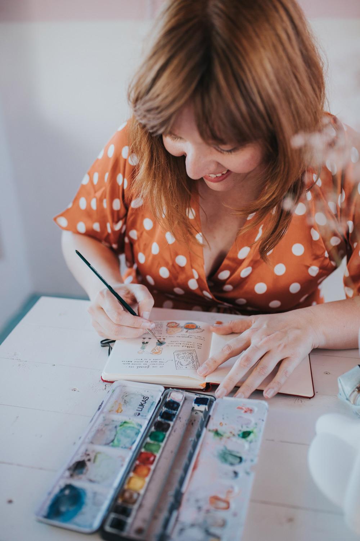illustrator marloes de vries aan het werk