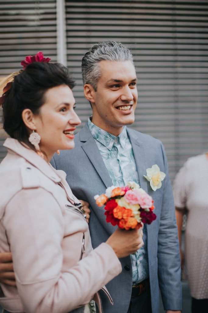 Bruidspaar bij het gemeentehuis in Den Bosch