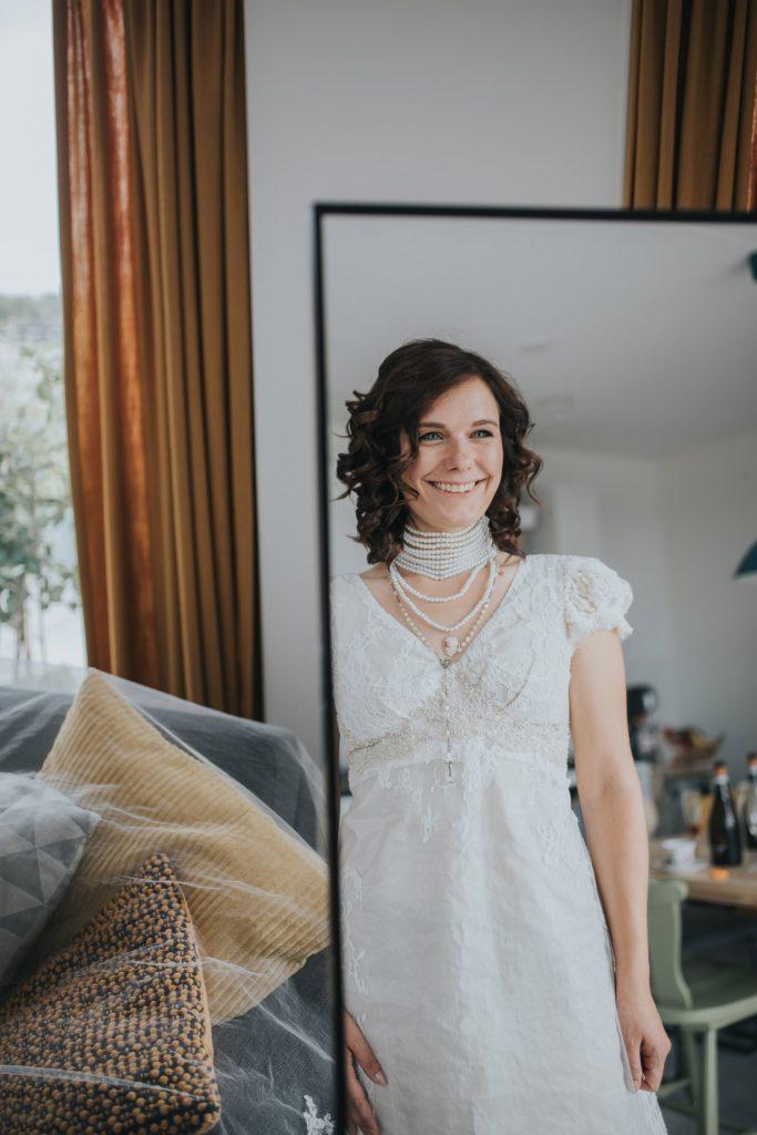 portret bruid in spiegel
