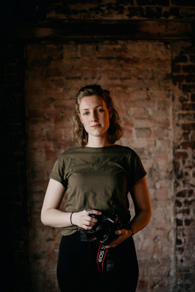 portret lina met camera in haar handen
