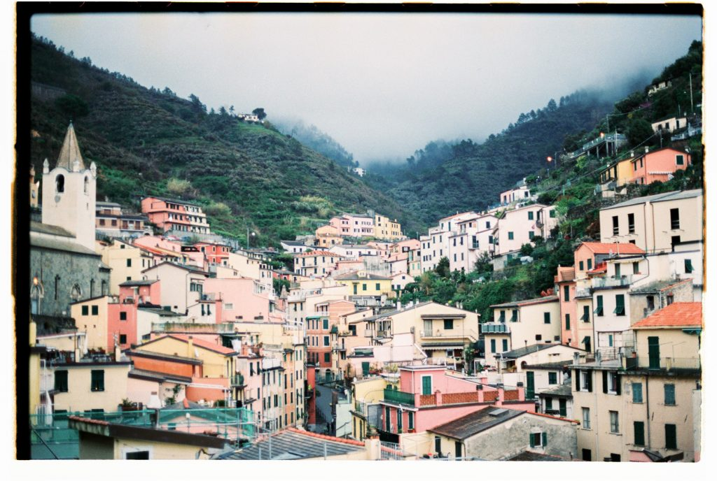 landschap van dorpje riomaggiore in Italië