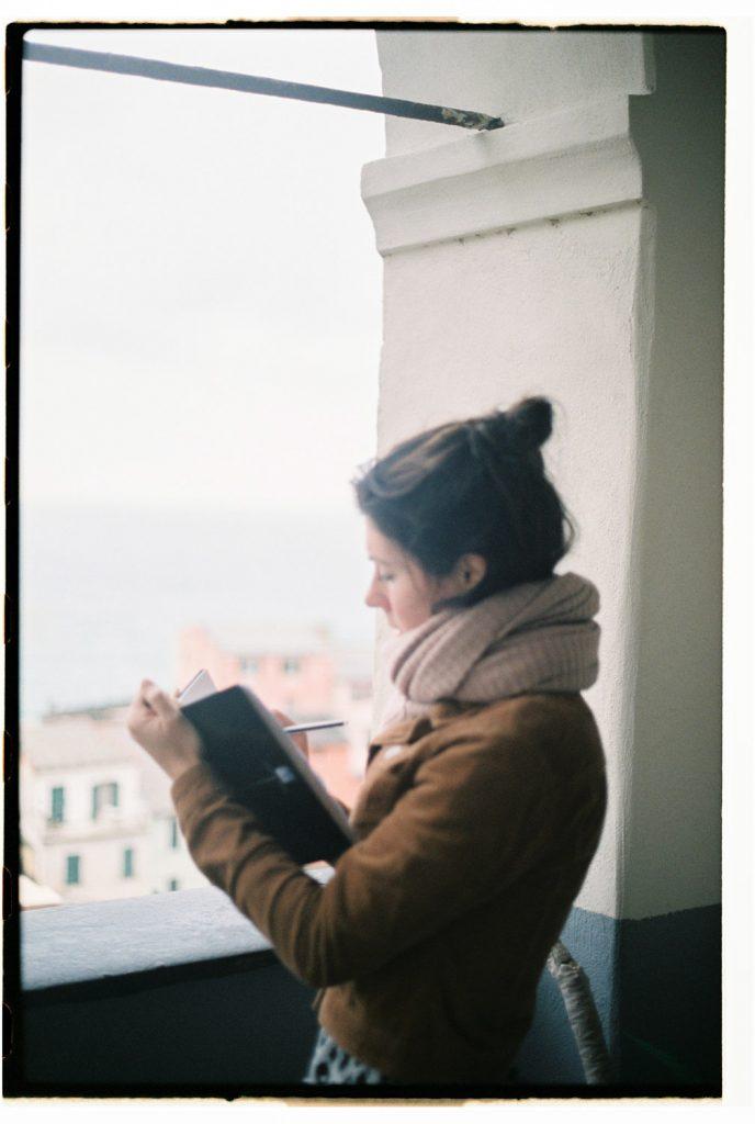 portret tekenende vrouw