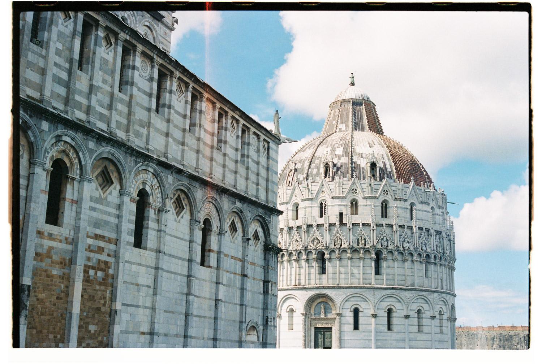 gebouw in pisa, italie