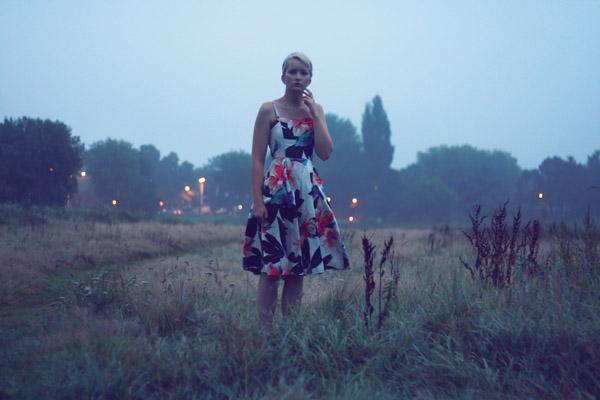 zelfportret vrouw in mist