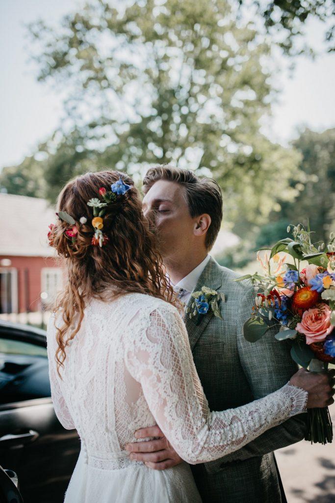 bruidspaar ziet elkaar voor het eerst