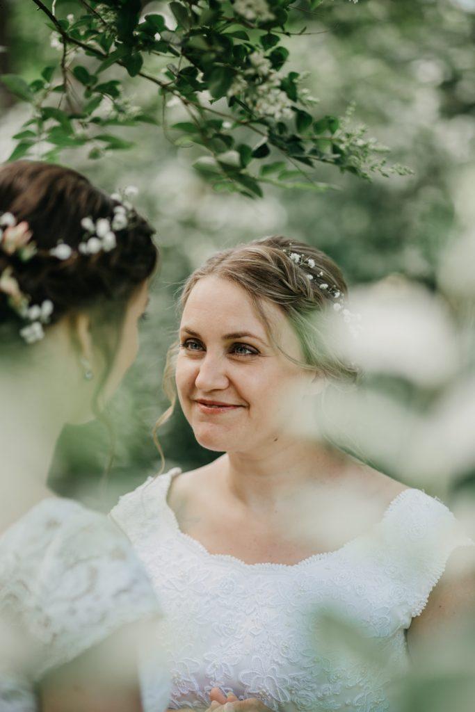 bruid staart naar bruid