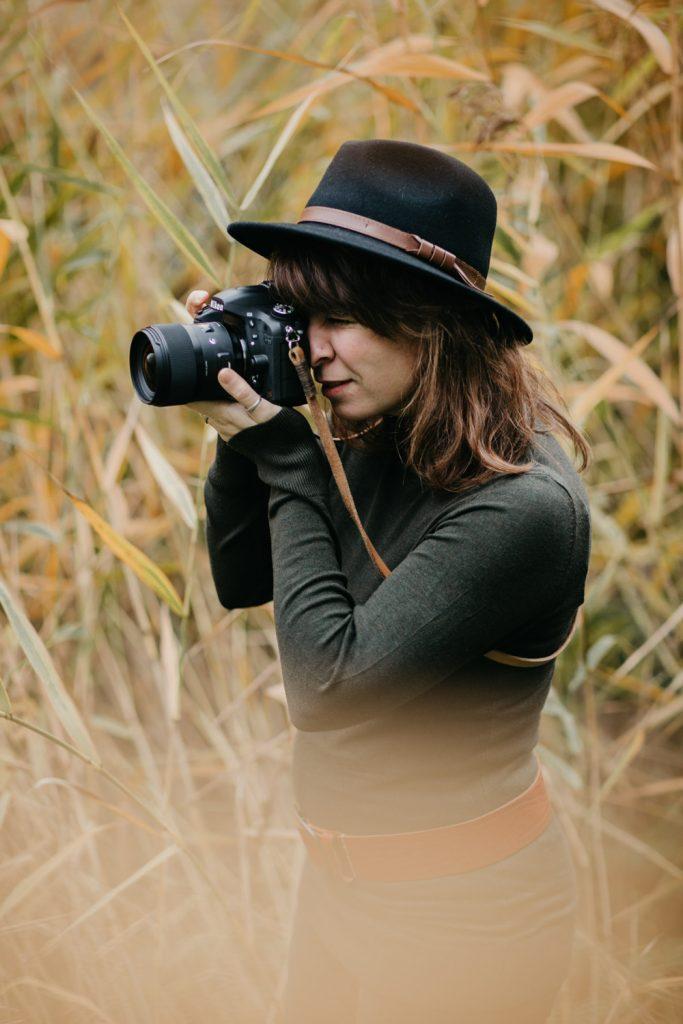 fotograaf maakt foto buiten