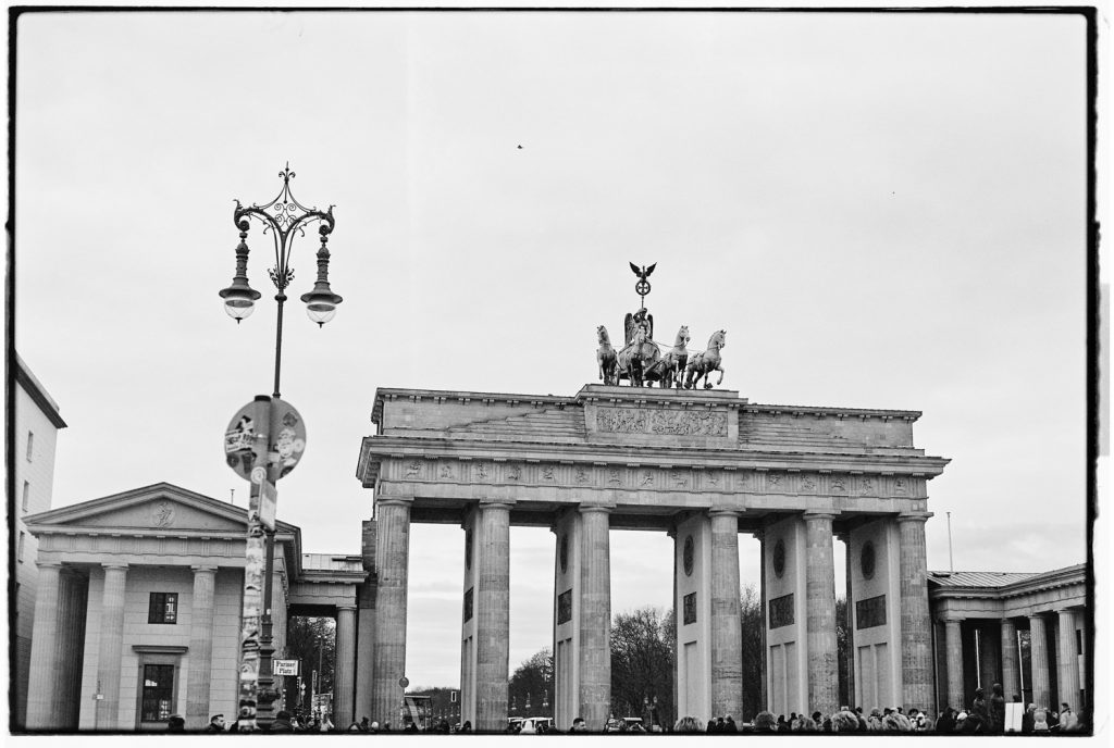 brandenburger tor in berlijn in zwartwit