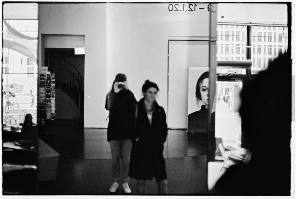 zelfportret in spiegel